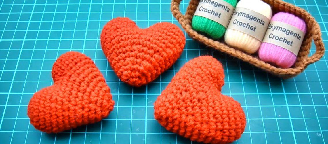 Easy Crochet Amigurumi Tutorial - Heart Love 12-20 screenshot